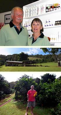 ブライアン&キャロル・ウィリアムス夫妻とブッシュ・タッカーを有機栽培しているバックさん